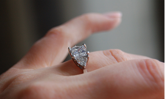 The Frugal Fiancs Guide to Low Cost Engagement Rings Beauty